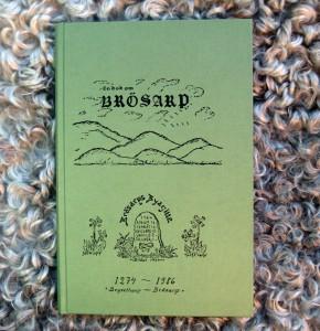 En bok om Brösarp, 315 sidor historia om byn bland de berömda backarna.