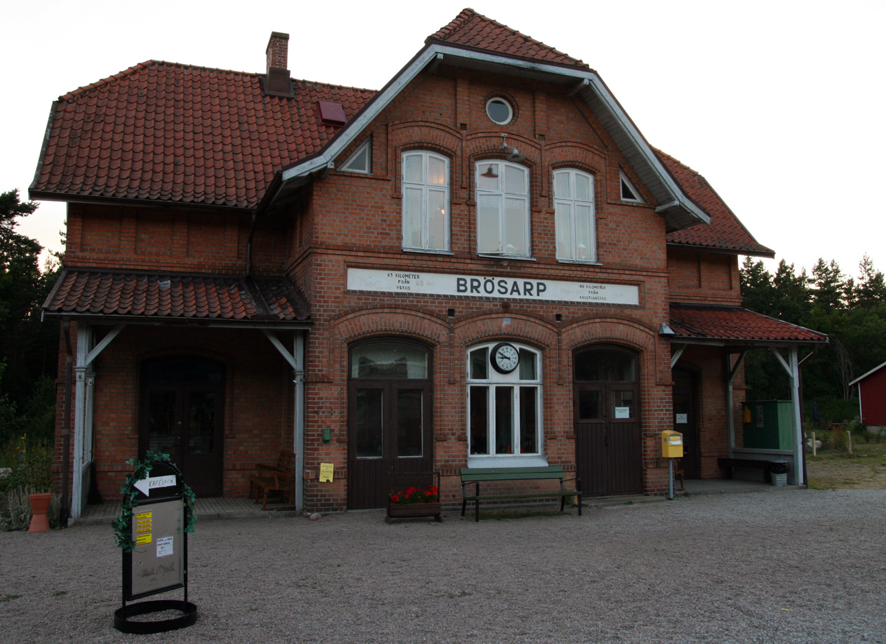 Brösarp station ligger knappt två kilometer nordost om byn.