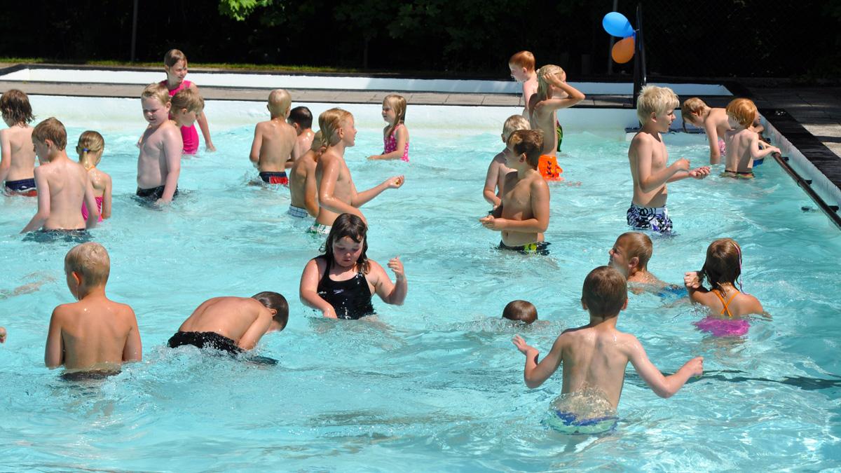 Simskoleavslutning i Eljarödsbadet den 9 juli 2011. Foto: Hanseric Jonsgården