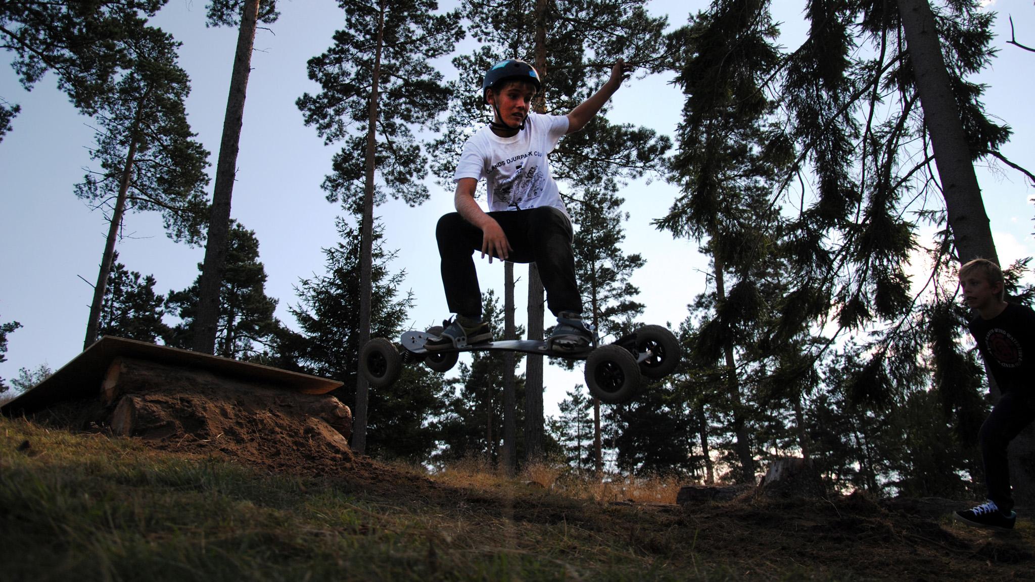 Ungdomssektionen i Brösarps Alpina Skidklubb arrangerade ett mountainboardcamp i skidbacken.
