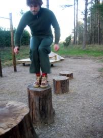 Skogsmulle visar upphopp/plyometrisk träning.