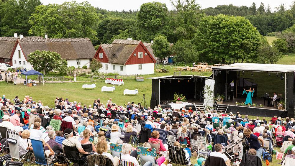 Varje sommar arrangerar Drakamöllan opera i den natursköna omgivningen. Foto: www.drakamollan.se