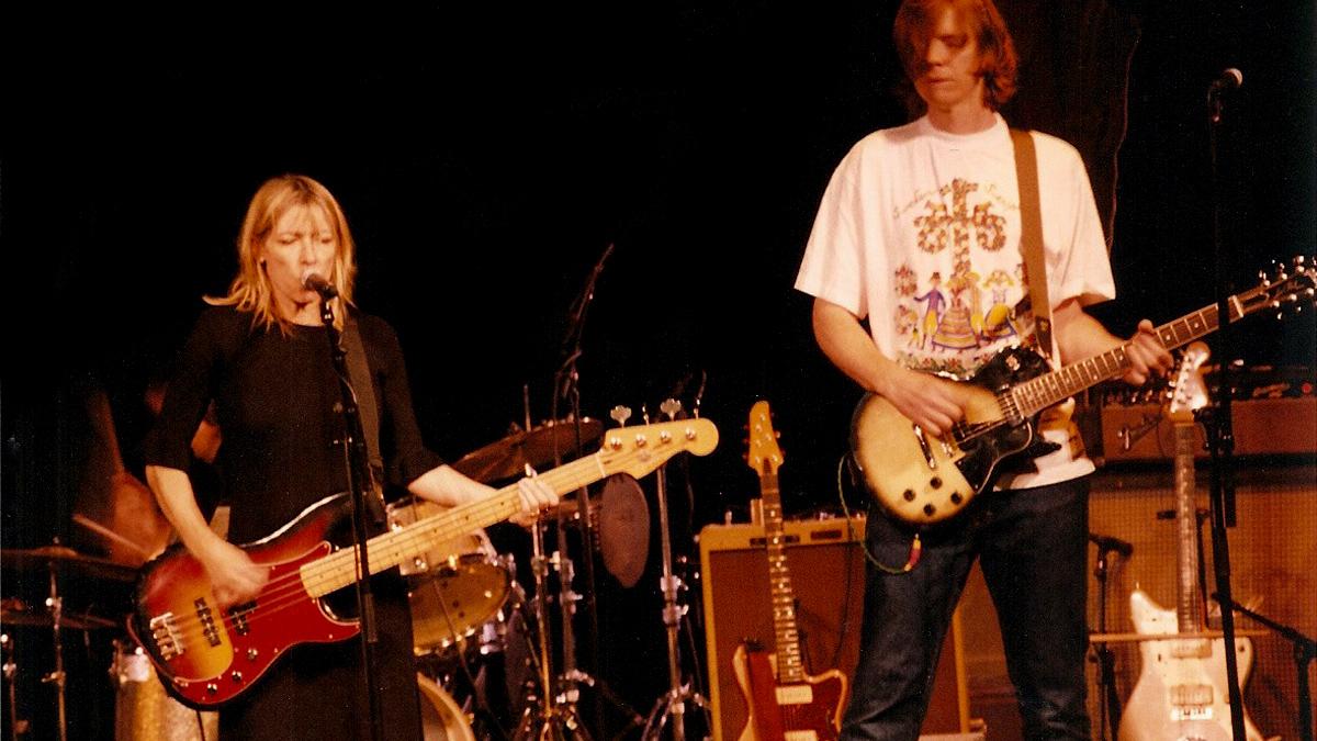 Den 15 oktober år 2000 var Kim Gordons kväll i Brösarp. Tillsammans med andra musiker gjorde Sonic Youth en oförglömlig spelning på Neon Galley.