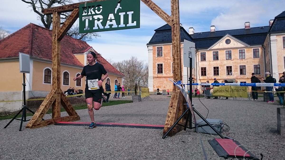 Yoie Bohlin, a.k.a. Rastarunner, från Åre är snabbaste kvinna på 12 km och går i mål på segertiden 55.51 min. Foto: Fabian Rimfors