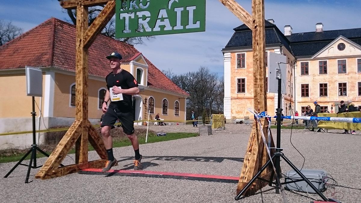 Victor Södergren går i mål efter 12 km på fjärde bästa herrtiden 1.02.48 (tim/min/sek). Foto: Fabian Rimfors