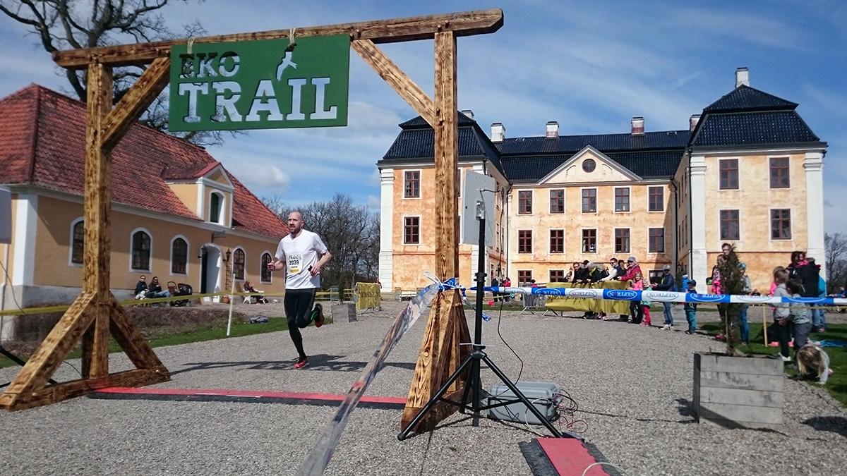 Joakim Bergmann från Lonesome runners blir nionde man på 12 km med tiden 1.08.44 (tim/min/sek). Foto: Fabian Rimfors