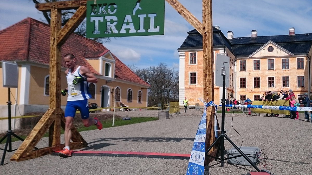 Jimmy Caldén från Ystads IF:s friidrottssektion blir tionde man på 12 km med tiden en minut och tio sekunder blankt. Foto: Fabian Rimfors