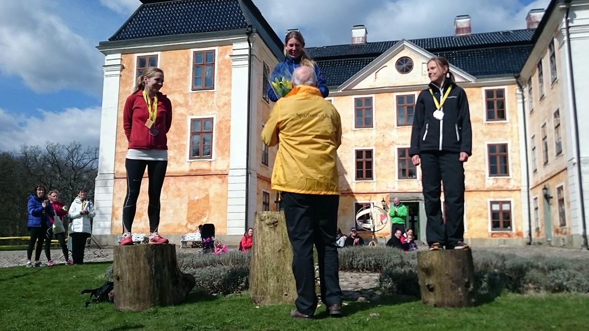 Medaljtrion på 21 km damer: Kim Gustafsson (silver), Colette Coumans (guld) och Anna Nysedt (brons). Foto: Fabian Rimfors