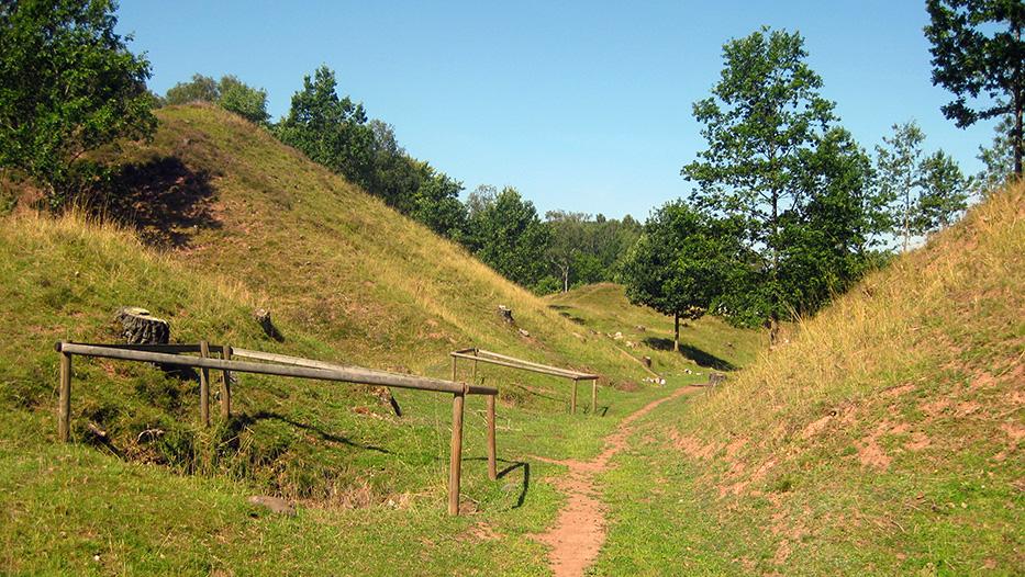 Slagghögar vid Alunbruket. Foto: Jorchr, Wikimedia Commons CC BY 3.0