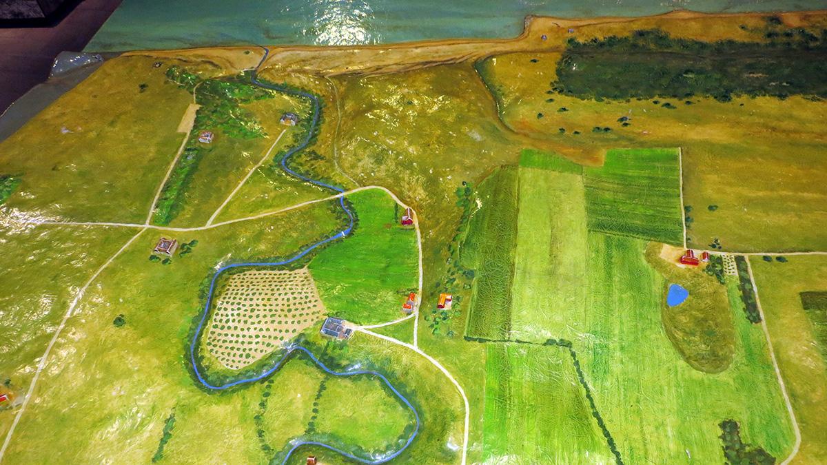 Reliefkarta över Havängsområdet och Verkeåns mynning, men Lindgrens länga mitt i kartan. Foto: Jan Jonasson, Havängs museiförening