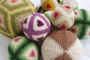 Slöjdträff: sy singlade bollar @ Agusastugan | Skåne län | Sverige