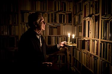 Professor Gunnar Broberg har skrivit en bok om mörker