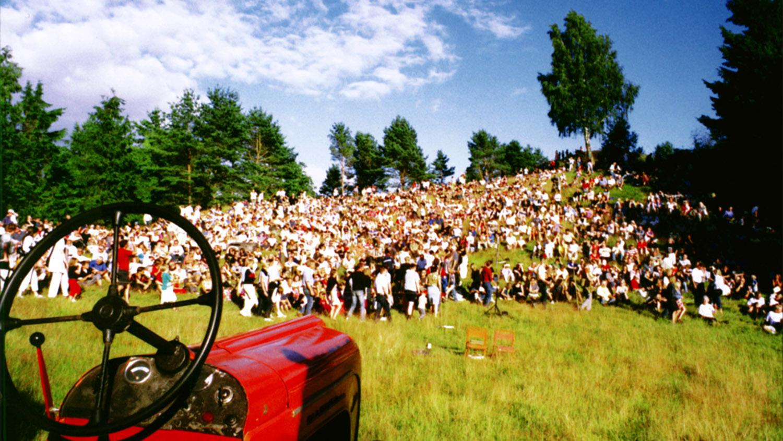 Skidbacken Ornahög invaderades av publik som ville lyssna på traktorer.